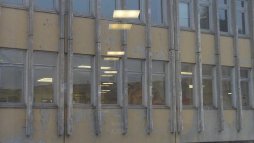 Potsdam, Fachhochschule frontal, mit Spiegelung Landtagslampen