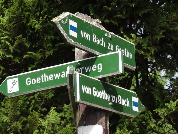 "Ilmenau, Goethe Wanderweg, Wegweiser ""von Bach zu Goethe"", et vice versa"