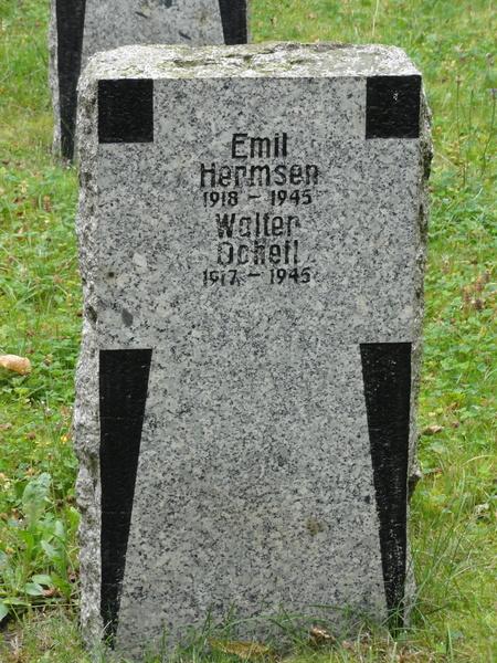 Ilmenau, Goethe Wanderweg, Kriegsgraeber
