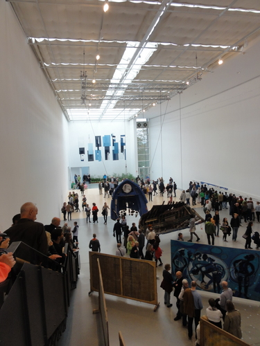 documenta 14, Fahnen in der Documentahalle